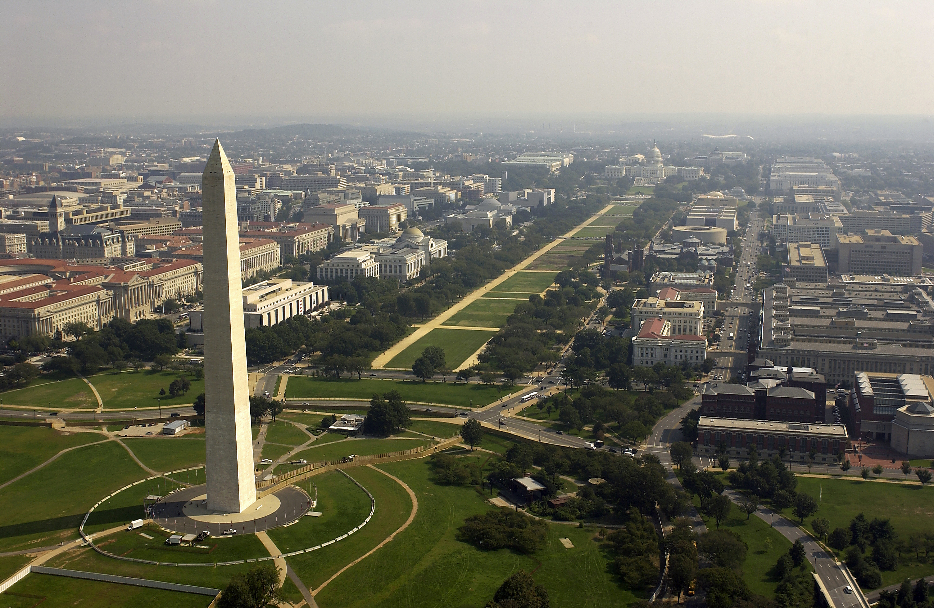 US_Navy_030926-F-2828D-307_Aerial_view_of_the_Washington_Monument