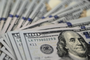 Dollar extends gains as Fed hike speculation builds