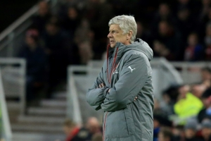 Wenger sets tough target to rescue season