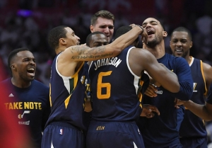 Johnson's drive at buzzer helps Jazz beat LA 97-95 in Game 1