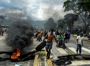 Venezuela army hunts rebels behind raid on military base