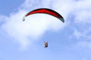 US national injured in paragliding accident