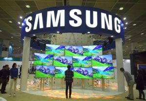 Samsung facing growing threats despite record profits