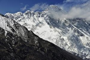 Four climbers found dead on Everest