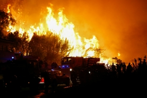 10,000 evacuated over new wildfire in France