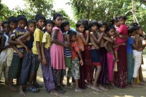 Thousands of Rohingya stranded in no man's land
