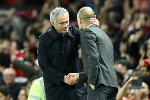 Manchester United drumbeat booms for flagging Guardiola